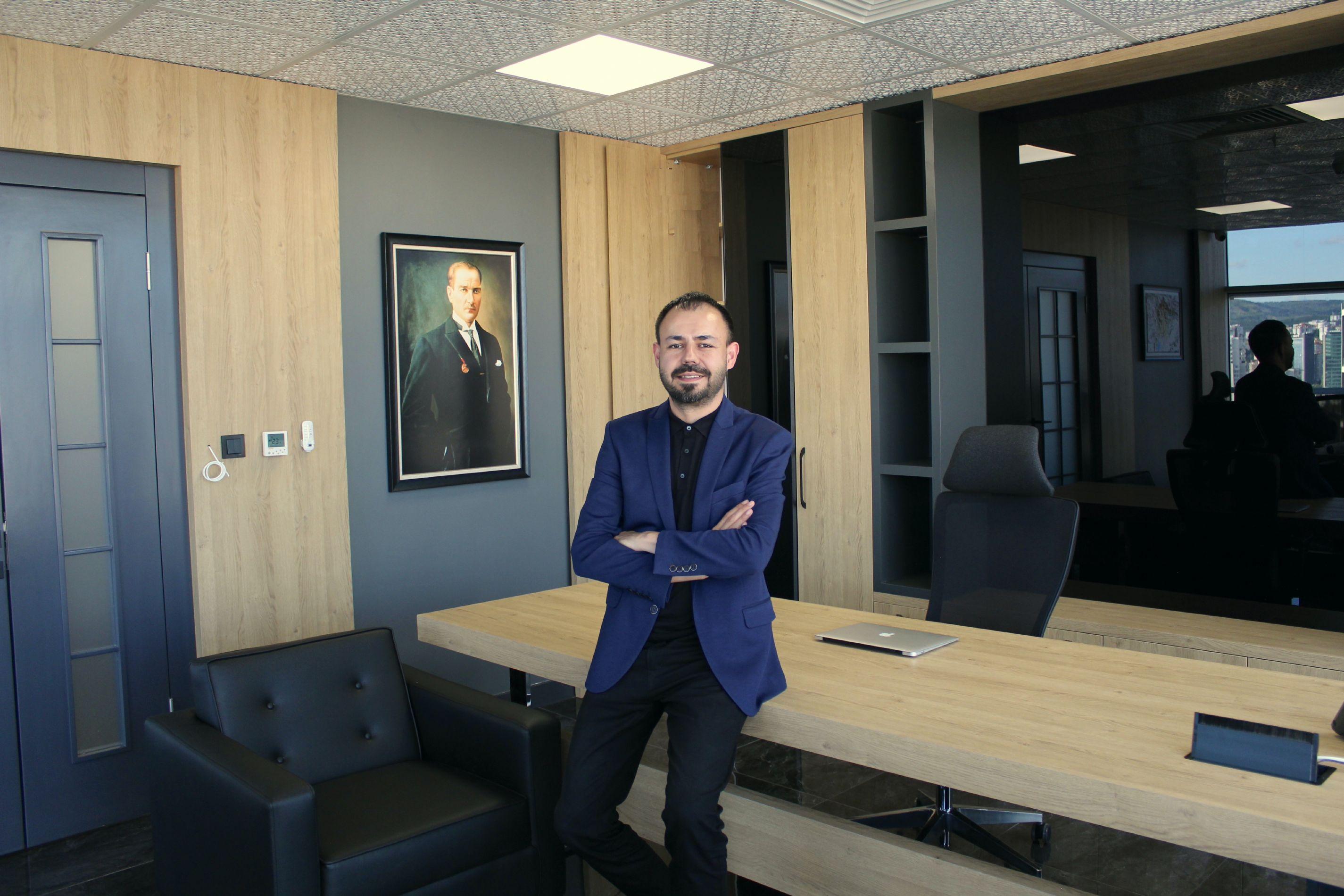 Корхан Топалоглу - офис-менеджер в Анкаре