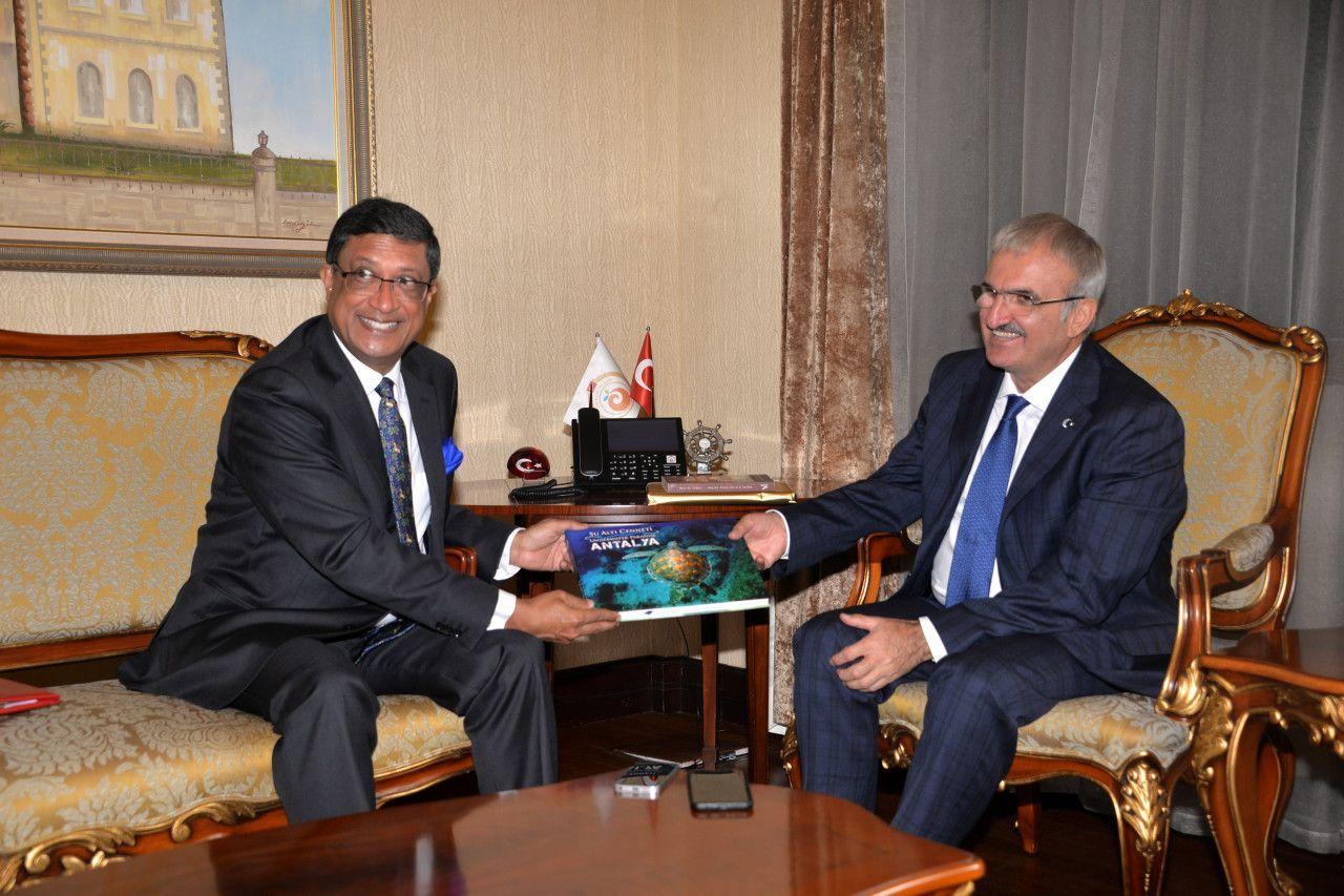 l'Ambassadeur de l'Inde Sanjay Bhattcharyy et du Gouverneur d'Antalya, Münir Karaloğlu