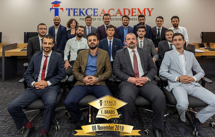 1e afgestudeerden van Tekce Academy