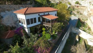 Antique Mansion Inside the Walls of Alanya Castle, Alanya / Center - video