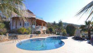 Hervorragende Villa in Alanya mit privatem Pool, Alanya / Kargicak - video