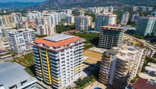 New Apartments in Alanya Turkey at the Famous Street, Alanya / Mahmutlar - video