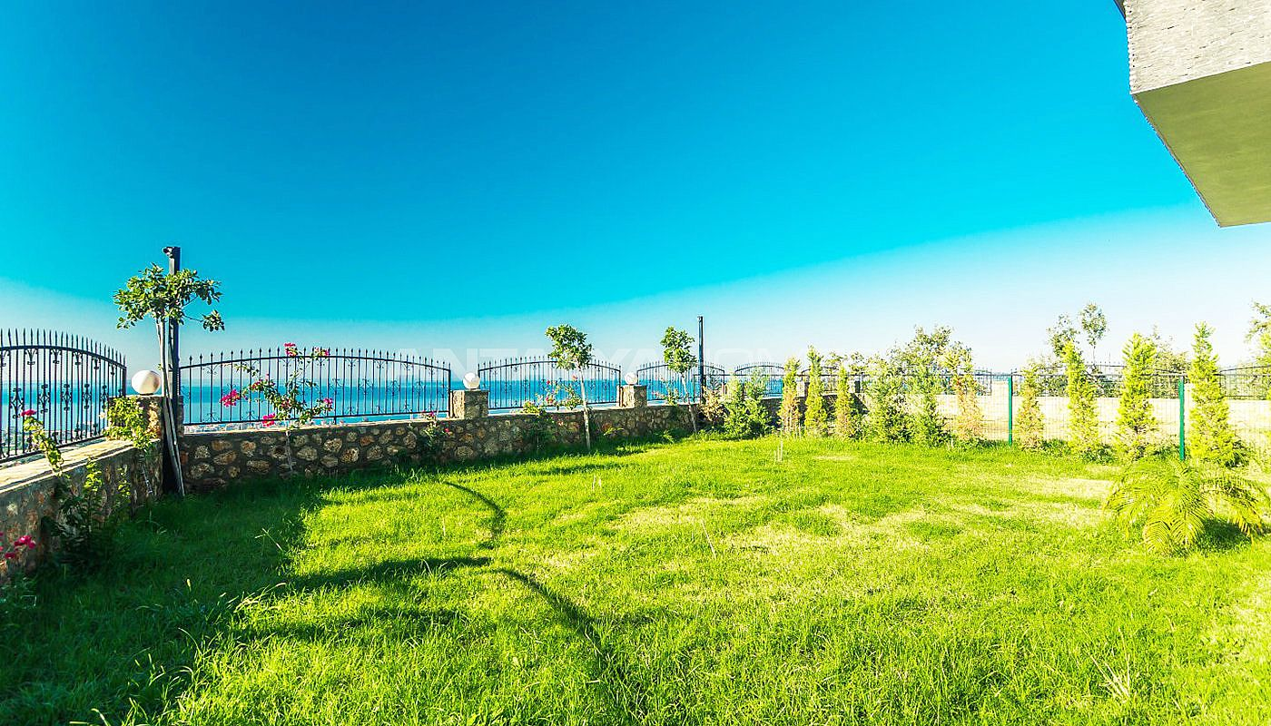 Fully Furnished Villa Intertwined With Greenery In Alanya