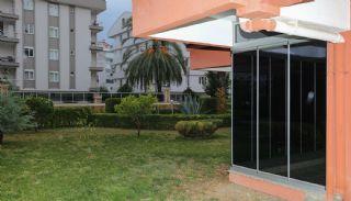 Central lägenhet nära sociala bekvämligheter i Antalya, Antalya / Lara - video