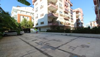 Bright 1+1 Flat within Walking Distance of the Sea in Antalya, Antalya / Konyaalti - video