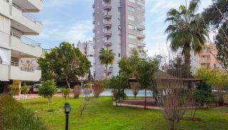 Zeezicht appartement te koop met ruime kamers in Lara Antalya, Antalya / Lara - video