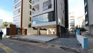 Gewerbeimmobilie in der belebten Straße im Bezirk Muratpaşa Soguksu, Antalya / Zentrum - video
