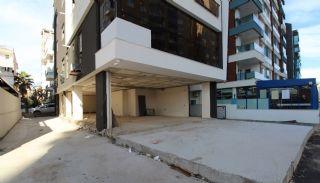Commercieel onroerend goed in de drukke straat in het district Muratpaşa, Antalya / Centrum - video