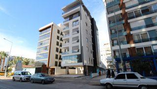 Gewerbeimmobilie in der belebten Straße im Bezirk Muratpaşa Soguksu, Antalya / Zentrum