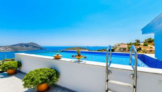 Villa med fantastisk utsikt över staden och havet i Kalkan, Kalkan / Centrum - video