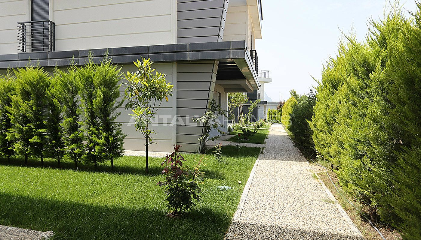 Duplex villas pr tes antalya entrelac es avec la nature for Architecture et nature