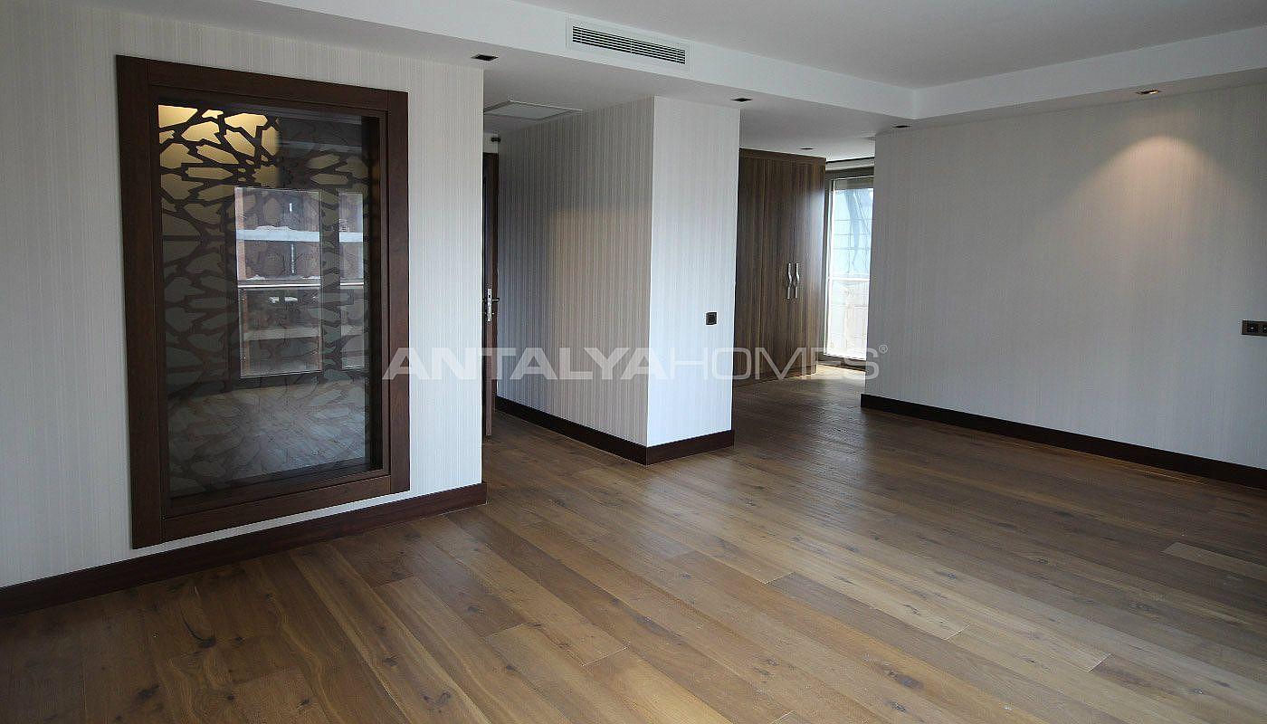 ger umige wohnung in konyaalti mit separater k che. Black Bedroom Furniture Sets. Home Design Ideas