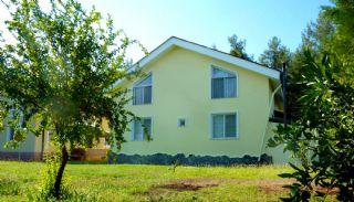 Freistehendes Haus Umgeben von viel Grün in Dosemealti, Antalya / Dosemealti - video