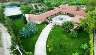 Unikt designat stenhus med pool i Antalya, Antalya / Aksu