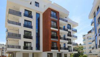 Appartementen in Konyaaltı op 1.5 km van het strand, Antalya / Konyaalti - video