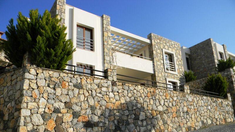 Fantastique villa moderne et de luxe gumusluk bodrum for Model de villa de luxe