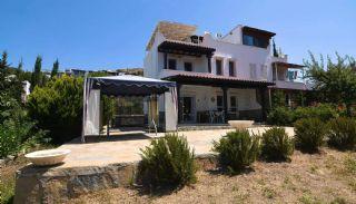 Tuzla'da Özel Plajlı Site İçinde Eşyalı İkiz Villalar, Bodrum / Tuzla