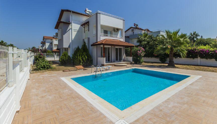 Villa altintas avec piscine priv e belek antalya for Villa privee avec piscine