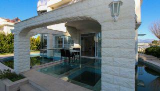 Maison Moderne Entourée de Luxueux Hôtels à Belek, Belek / Kadriye - video
