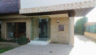 Bursa Nilüfer'de Geniş Bahçeli Lüks Tasarlanmış Villa, Bursa / Nilüfer - video