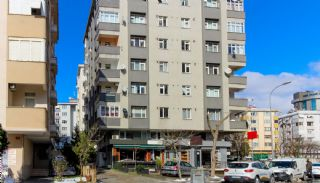 Centrally Located Apartment in İstanbul with Large Balconies, Istanbul / Kadikoy - video