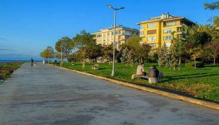 شقة مطلة على البحر بموقع مركزي في كاديكوي اسطنبول, اسطنبول / قاضي كوي - video