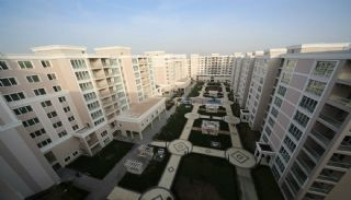 Nybyggda lägenheter i ett fint komplex, Istanbul / Beylikduzu - video