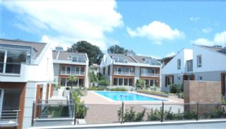Key Ready Houses with Private Garden in Istanbul, Istanbul / Zekeriyakoy