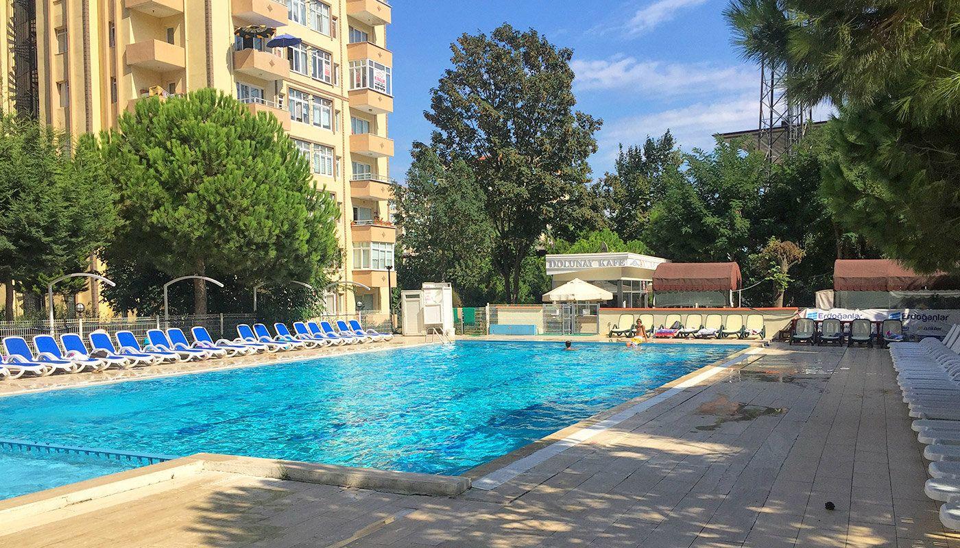 Spacieux appartement pr s des commodit s buyukcekmece - Piscine istanbul ...