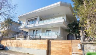 Luxury Villa with Private Pool and Garden in Istanbul, Istanbul / Sariyer - video