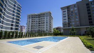Wohnungen in der Nähe der Autobahn E-5 in Esenyurt Istanbul, Istanbul / Esenyurt - video