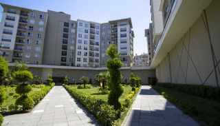 Rymliga lägenheter nära E-5 Motorväg i Esenyurt Istanbul, Istanbul / Esenyurt - video