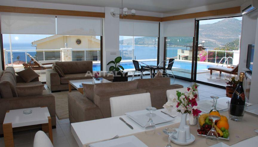 Villa selin een aantrekkelijke huis met uitzicht op zee for Interieur eigentijds huis fotos