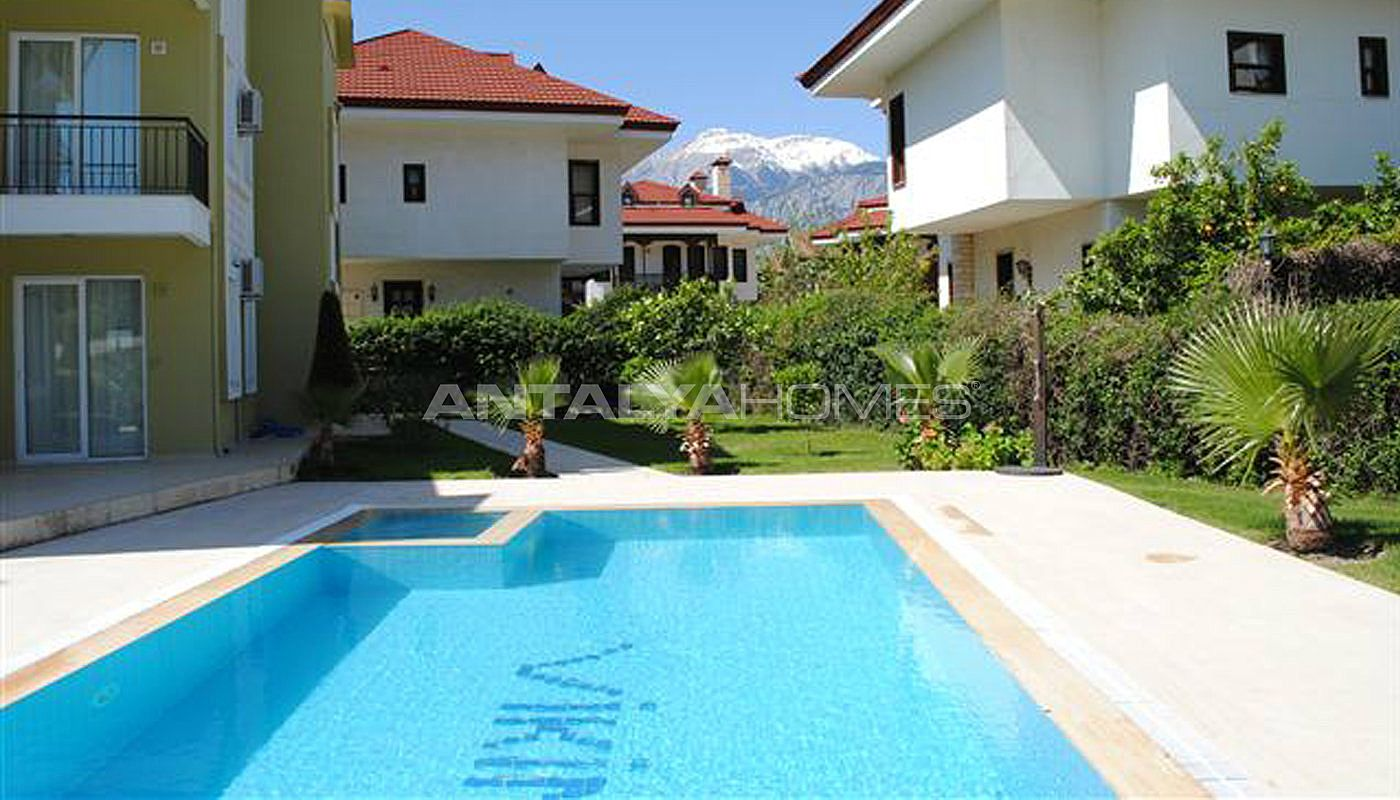 Fully Furnished Apartment In Kemer With Communal Swimming Pool