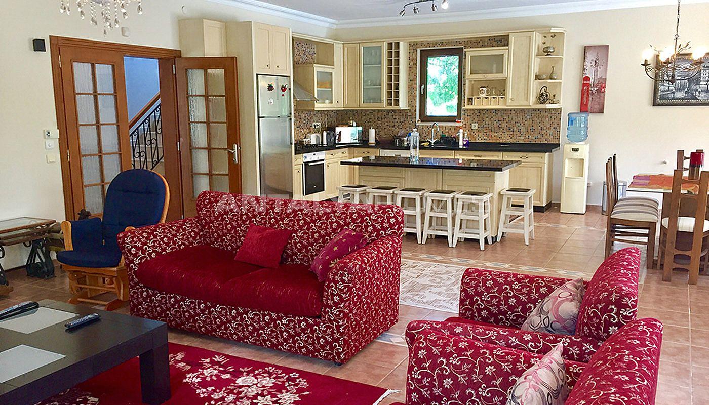 Huis in kemer turkije met ruime woonruimtes for Interieur eigentijds huis fotos