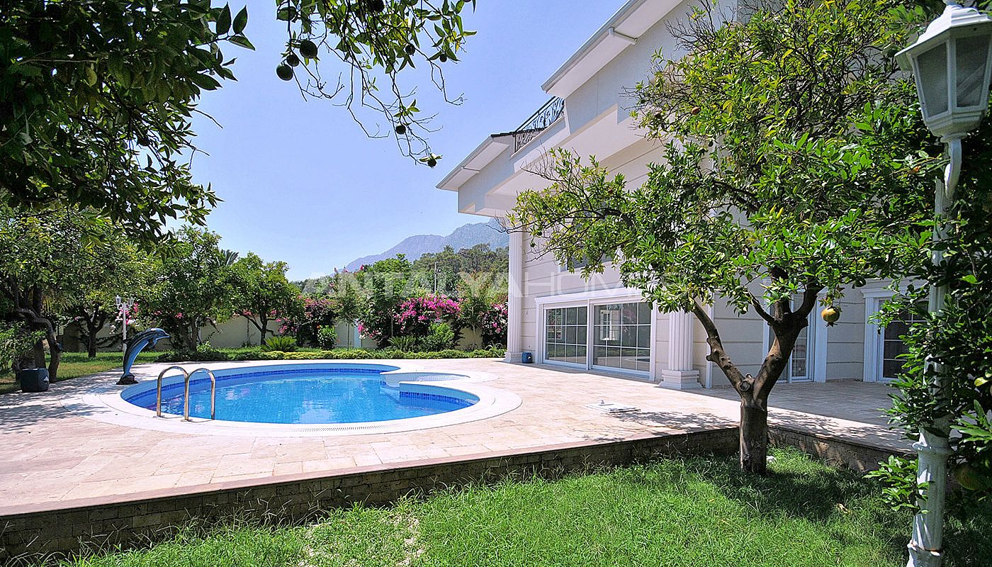 5 bedroom villa in kemer with spacious terraces for Private swimming pool