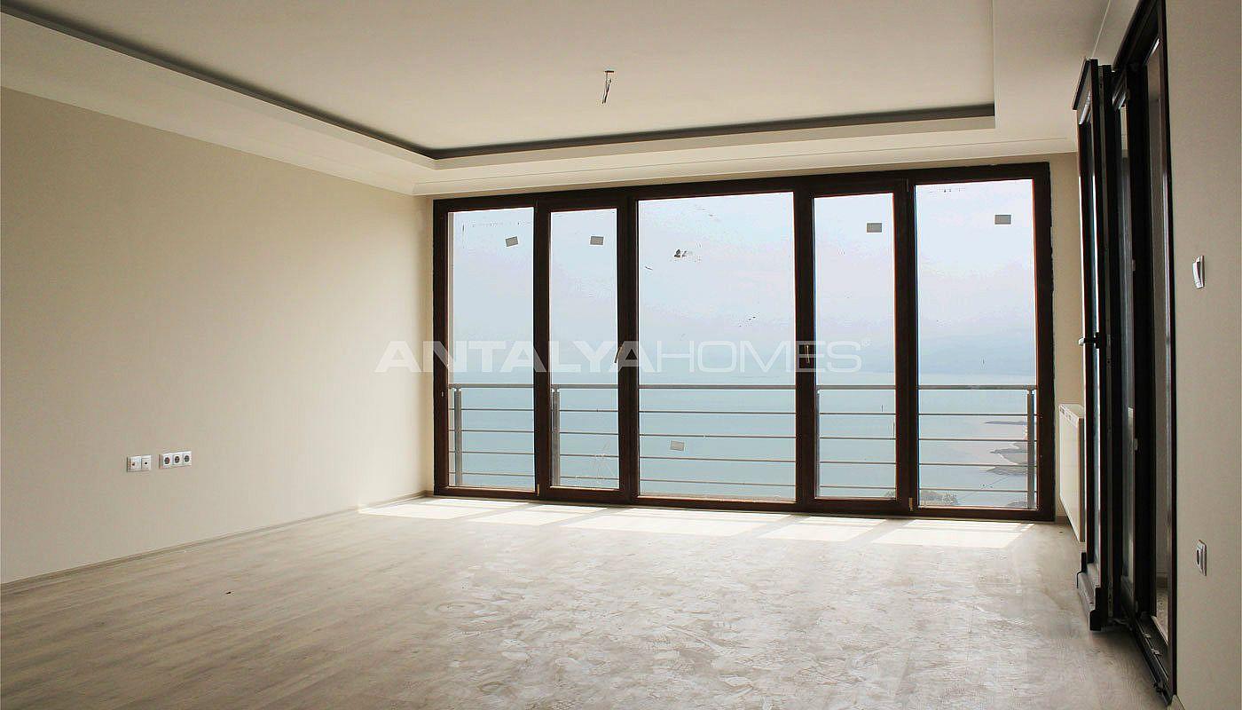 3 schlafzimmer wohnungen in der n he des flughafen trabzon. Black Bedroom Furniture Sets. Home Design Ideas