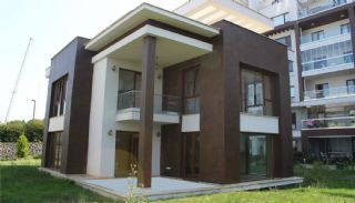 Seafront Villa in Trabzon with Private Car Parking, Trabzon / Yalincak - video