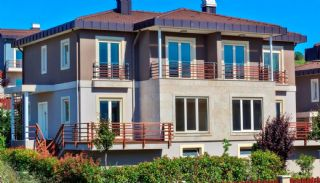 Magnificent Houses in Yalova Intertwined with Nature, Yalova / Kadikoy - video
