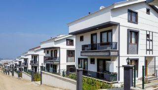 Lyxiga lägenheter med havsutsikt i centrum av Yalova, Yalova / Kadikoy - video