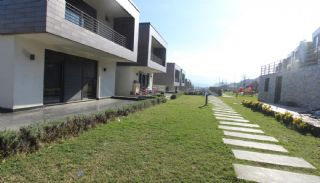 Panoramic Nature View Villas in A Complex in Yalova, Yalova / Kadikoy - video
